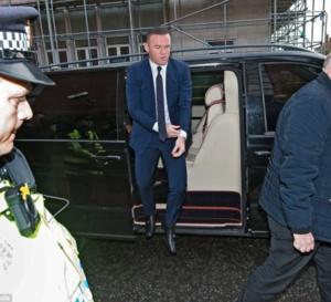 Wayne Rooney condamné par la justice, IL avait été arrêté pour conduite en état d'ivresse, flirtant avec une autre femme que… son mariage en …