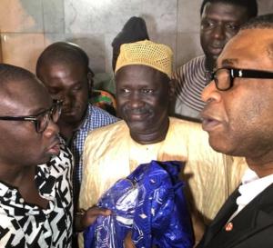 Regardez comment Youssou Ndour est accueilli à l'aéroport !… Tout ce que vous n'avez pas vu en Images