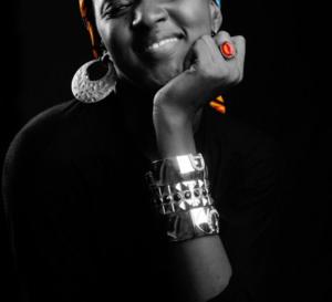 Découvrez Aïsha Jallow, la jeune top model qui explose les réseaux sociaux en Gambie