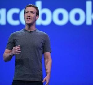 La crise à Facebook: Zuckerberg rompt le silence