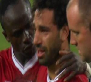 CATASTROPHE pour Liverpool : Mohamed Salah, blessé quitte la pelouse en larmes