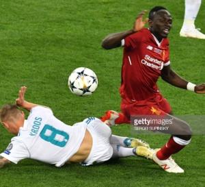 Liverpool Vs Real Madrid : Sadio Mané console Mohamed Salah et lui rend hommage … Tout ce que vous n'avez pas vu en Images