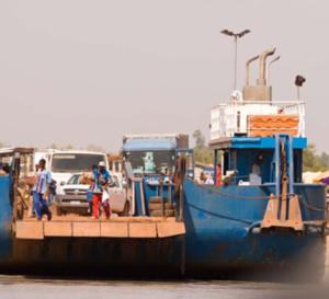 Farafenni : un des conducteurs du ferry meurt noyé , c'est son téléphone qu'il avait acheté à 12 000 FCfa qu'il voulait repêcher
