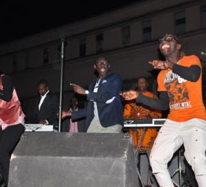 """Concert de la jeunesse consciente: Pape Diouf remet """" l'éssence dans le feu"""".Regardez"""