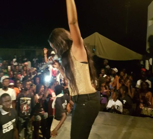 Queen Bizz en live show chez les Fouladous de Kolda. Regardez