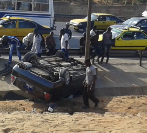 Echangeur de la Patte d'Oie, en face de l'école Mariama Niasse : Un véhicule particulier se renverse et...