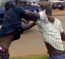 Le soupçonnant d'adultère avec sa femme, le 1er adjoint au maire de Affé Djoloff assène un coup de coupe-coupe à l'amant de sa femme