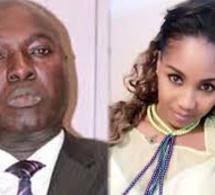 Vidéo – Arona Coumba Ndoffène Diouf revient sur les 20 millions de FCfa volés dans sa voiture et sur son histoire avec Zeynab Touré