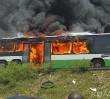 Un bus malien prend feu sur l'autoroute à péage!!!