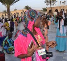"""LA CHRONIQUEUSE people de """"Petit Dej"""" sur Walf tv, Nafissatou Dieye montre sa facette de """"Yaye Fall"""" au magal de Touba."""