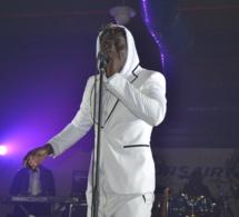 ST SYLVESTRE: Papa Ndiaye Thiopet met le feu devant les 2000 places du Palais des Congrés de Montreuil.