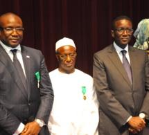 Amadou Bâ remet l'Ordre National du Lion à son frère Mouhammadou Makhtar Cissé