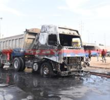 De retour d'une visite technique ce camion prend feu devant EMG, regardez les images