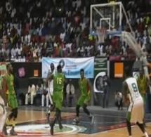 Vidéo- C'est la mi-temps au Stadium Marius Ndiaye : les Lions mènent au score 36-31 après une première mi-temps très serrée