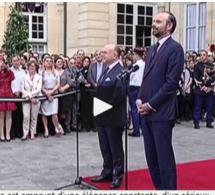 Passation de pouvoir à Matignon : Edouard Philippe se revendique en «homme de droite»