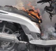 Vidéo – Accident sur la route de Ouakam : Un scooter prend feu
