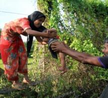 Au moins 3.000 Rohingyas musulmans ont fui la Birmanie pour le Bangladesh