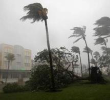 L'œil de l'ouragan atteint la Floride, déjà 500.000 foyers privés d'électricité