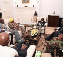 Détenu par l'armée, Robert Mugabe refuse de démissionner