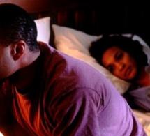 Relation adultérine : Un jeune marié surpris en plein ébats sexuels dans un couloir avec sa vieille maitresse colocataire