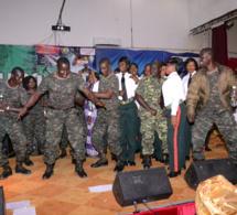 """Quand le Yeungueul Guéusseum"""" monte sa force en Gambie avec Pape Diouf; Regardez"""