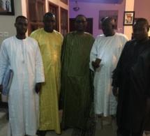 Serigne Abdourahmane Mbacké en compagnie de Youssou Ndour et son fils Birane chez Serigne Bass Abdoudou Khadre