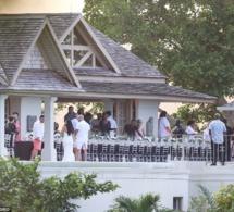Justin Bieber : son père se marie, le chanteur assiste à la cérémonie avec Selena Gomez. Regardez ce qu ils font …