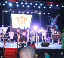 VIDEO: Le show spectaculaire marquant la 14 eme éditions de l'anniversaire de Mame Goor Diazaka à Sorano. Regardez