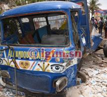 Rond-point des Mamelles : Une camionnette chargée de carreaux fonce sur la foule : 12 blessés