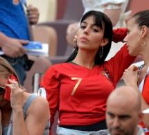 Maroc Vs Portugal : Georgina Rodriguez, la copine de Cristiano Ronaldo exhibe un Gros diamant en Russie !