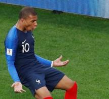 La France bat le Pérou et file en huitième