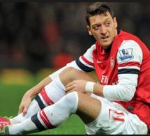 Allemagne : Özil, son père lui conseille d'arrêter