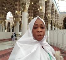 Adja Aby Ndour en mode pèlerinage à la Mecque;