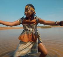 Coumba Gawlo -Bougna (Clip Officiel)