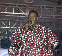 Akon rend hommage à son père prestation de Mbaye Dieye faye