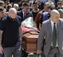 Emiliano Sala : l'ultime hommage lors de son enterrement en Argentine, ses sœurs toujours inconsolables