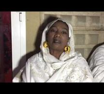 Mahawa Kouyaté s'éffondre sous le choc de l'affaisement de sa maison.