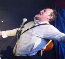 Victime d'un malaise cardiaque, il meurt sur scène, sous les rires du public, qui pensait voir un jeu d'acteur