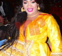 GRAND THEATRE: Oumou Sow étale sa clase en jaune à la soirée de Daba Seye.