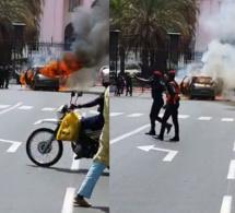 Urgent ! Une voiture prend feu devant le Palais de la République