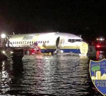 Un Boeing 737 avec 143 personnes à bord, finit son atterrissage dans un fleuve en Floride