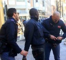 Italie : le Sénégalais, trafiquant de drogue, casse le bras d'un policier