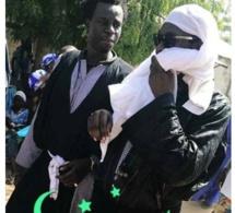 Incroyable : Tarba Mbaye lache le micro et se reconvertit en vrai « Baye Fall » à Touba