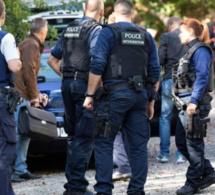 VIDEO INCROYABLE: Regardez comment les policiers Belges violentent cet jeune homme dans la rue.