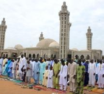 """DIRECT ''Massalikoul Djinane"""" : La prière de """" Aïd-El-Fitr"""" dirigée par l'Imam Serigne Moustapha Mbacké."""