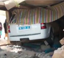 Un conducteur ivre tue 3 personnes et blesse 2 autres, Voici la vidéo de la voiture qui a fini sa course dans une maison
