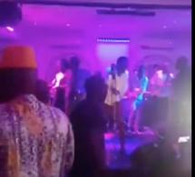 Baramundi Waly Seck ferme les porte et chauffe la salle avec ses fans