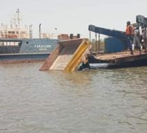 Bac de Farafenni :un Camion dérape et termine sa course dans l'eau