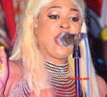 ADMIREZ, le new look blonde, fashion et stylé de TITI la lionne en live au Saraba.