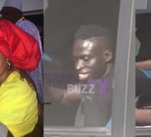 Arrivée des lions à l'aéroport LSS: Les temps fort de la journée, Aliou Cissé dans les bras de sa mère